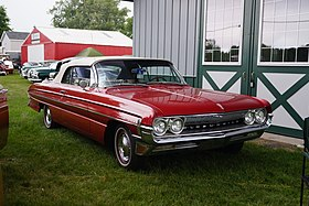 1961 Oldsmobile Dynamic 88 Convertible (35232134240).jpg