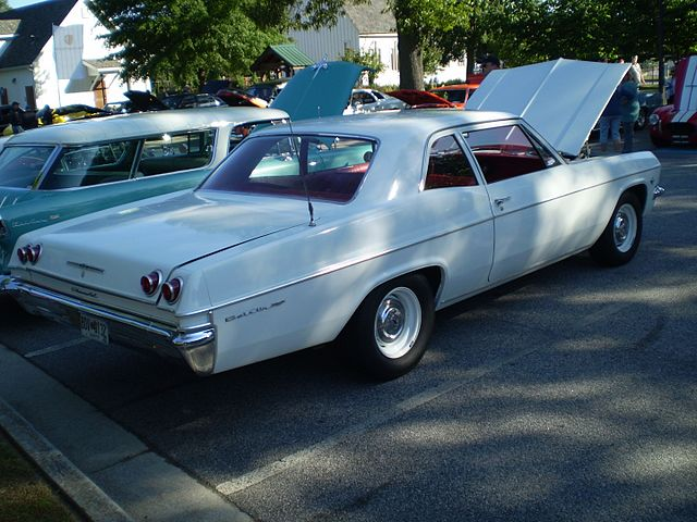 https://upload.wikimedia.org/wikipedia/commons/thumb/f/fd/1965_chevrolet_bel_air_2_door_%28reverse%29.JPG/640px-1965_chevrolet_bel_air_2_door_%28reverse%29.JPG