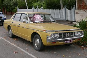 1973-1975 Toyota Crown (MS65) SE sedan (2015-12-07) 01.jpg