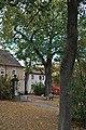 1 Baumgruppe mit Steinbrunnen 3.jpg