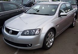 2007 Holden Calais (VE MY08) V sedan (2007-05-07) 01.jpg
