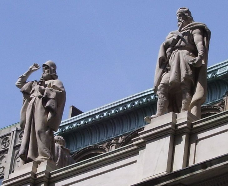 پرونده:2010 Appellate courthouse statues 1&2.jpg