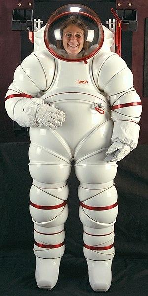 English: NASA Ames AX-5 rigid spacesuit. Españ...