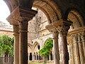 Abbaye Fontfroide cloitre 06.jpeg