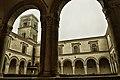 Abbazia San MicheleArcangel, chiostro.jpg