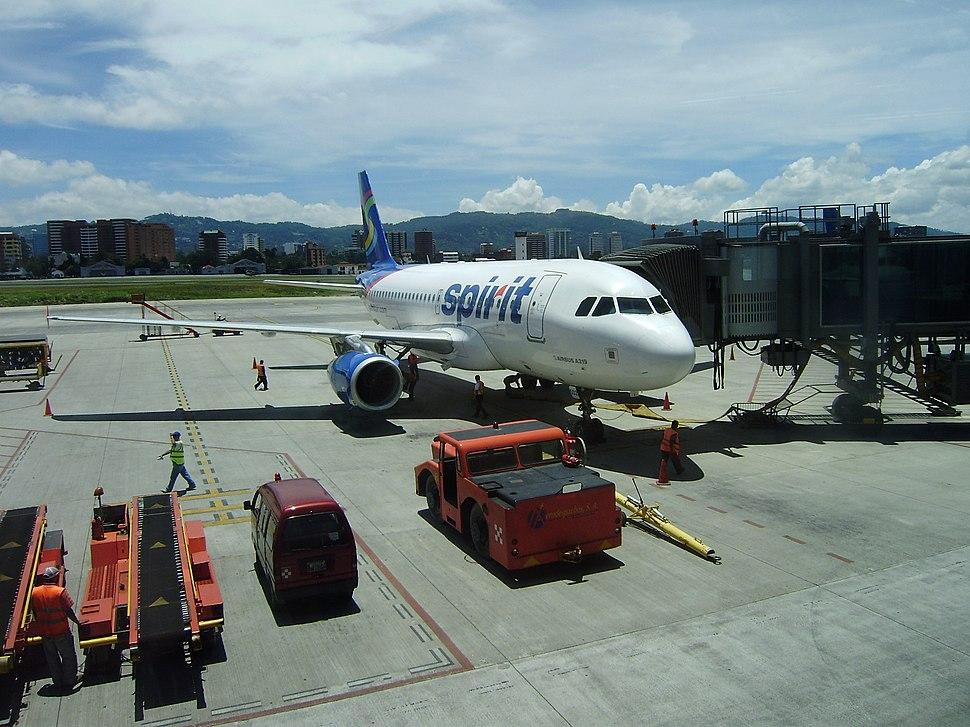 Aeropuerto Internacional La Aurora - Hangar
