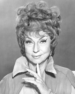 Agnes Moorehead i  Bewitched.
