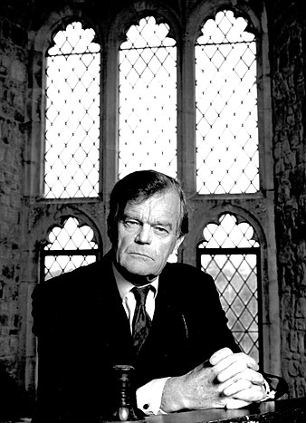 Alan Clark appearing on Opinions 21 February 1993.jpg