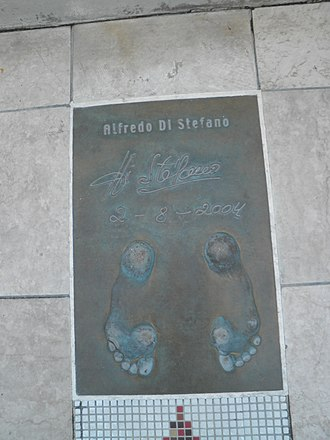 "Alfredo Di Stéfano - Di Stéfano's Golden Foot award in ""The Champions Promenade"" on the seafront of the Principality of Monaco"