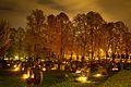 Allehelgensdag tennes det lys på kirkegårder over hele Norge. Dette bildet er tatt på kirkegården i Asker i 2015.jpg