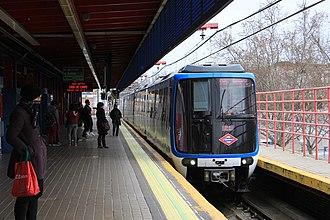Line 5 (Madrid Metro) - Image: Aluche station