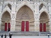 Les Cathédrales du monde ! - Page 2 180px-Amiens_cath%C3%A9drale_%28les_3_portails_Ouest%29_1
