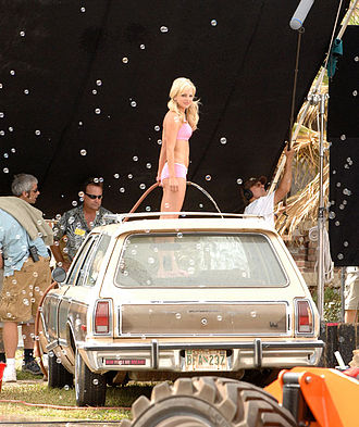 Anna Faris - Faris filming a scene of the movie The House Bunny (2008)