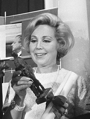 Anneliese Rothenberger - Anneliese Rothenberger with the Dutch Edison Award in 1969.