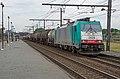 Antwerpen Noorderdokken NMBS 2828 E 186 220 met keteltrein (14741971688).jpg