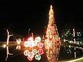 Arbol y adornos navideños - panoramio.jpg