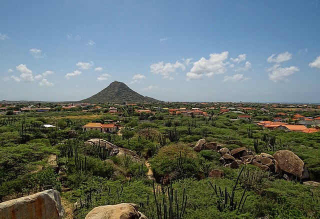things to do in Aruba off cruise ship, hiking Hooiberg