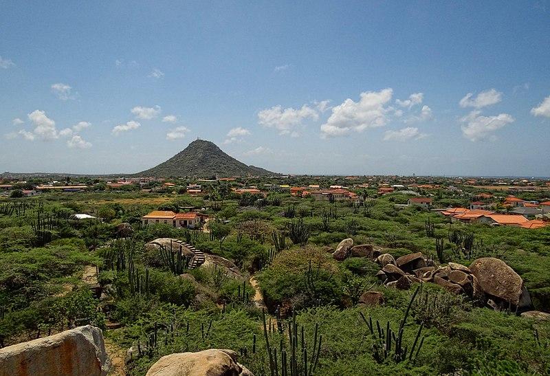File:Aruba-Hooiberg-2013.JPG