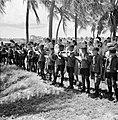 Arubaanse padvinders zingen een welkomstlied voor prins Bernhard op Palm Beach, Bestanddeelnr 252-3905.jpg
