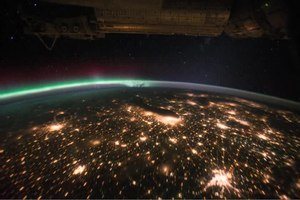 File:Aurora Borealis Pass over the United States at Night.ogv