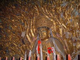 Avalokiteśvara con mil brazos, parte de los Relieves en Piedra de Dazu en el monte Baoding, distrito de Dazu, Chóngqìng, China