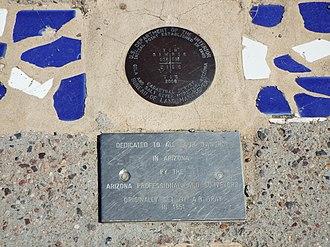 Gila and Salt River meridian - Image: Avondale Gila and Salt River Meridan marker 1