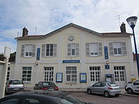 Bâtiment Voyageurs de la gare de Longueville (Seine-et-Marne).JPG