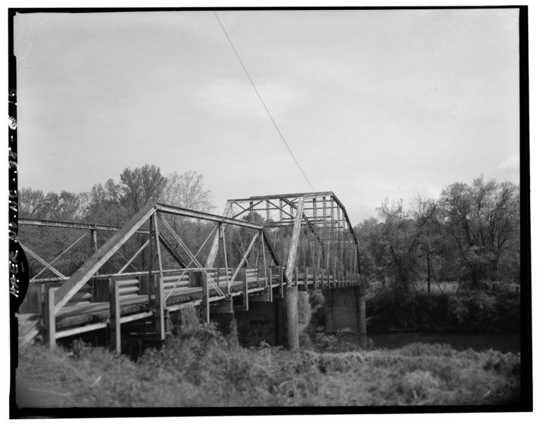 File:BARREL VIEW OF BRIDGE, FROM SOUTHWEST - Berry Hill Bridge, Spanning Dan River at State Route 1761 (VA State Route 880), Eden, Rockingham County, NC HAER NC,79-EDEN.V,1-16.tif