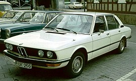BMW 520 shortly after launch.jpg