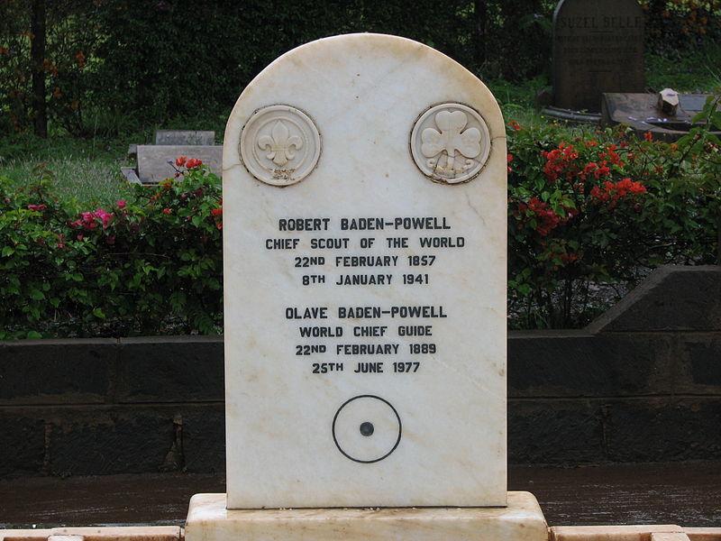Fotos De Baden-Powell 800px-Baden_Powell_grave2