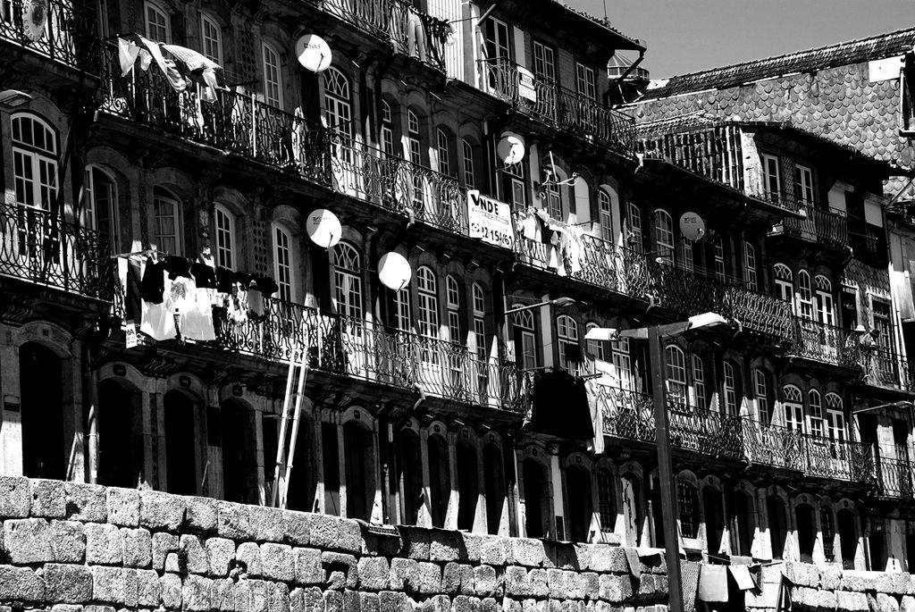 Balcon de Porto dans le quartier de Ribeira au bord du Doura - Photo de DavidJGB