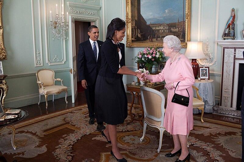 Fichier:Barack Obama Michelle Obama Queen Elizabeth II Buckingham Palace London.jpg