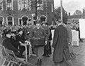 Bevrijdingsfeest (10 jaar) Tilburg, kranslegging door de Britse ambassadeur in N, Bestanddeelnr 906-8095.jpg