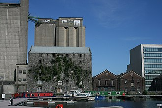 Grand Canal Dock - The western (inner) basin and Boland's Mill (2009 - concrete mill now demolished)