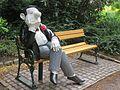 Bremen, Loriotplatz, Parkbank mit Sitzfigur nach Loriot (2).jpg