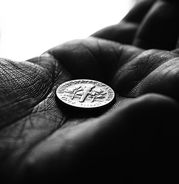English: Artistic photograph of a dime in a ha...