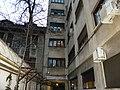 Bucuresti, Romania. O fereastra cu Tricolor. Un simbol al luptei colective impotriva CORONAVIRUS-ului.jpg