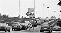 Bundesarchiv B 145 Bild-F088999-0009, Bonn, Stadtverkehr auf der Reuterbrücke.jpg