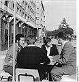 Bundesarchiv Bild 183-64450-0002, Dresden, koreanische Studenten der TH mit Kommilitonen.jpg