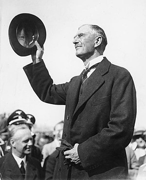 Neville Chamberlain - Chamberlain arrives in Munich, September 1938