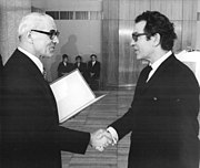 Bundesarchiv Bild 183-N1004-0303, Berlin, Nationalpreis an Benno Besson