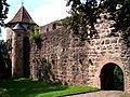 Burg Hirschhorn Obere Vorburg Osttor.jpg
