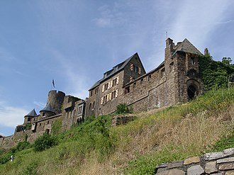 West side of Thurant Castle Burg Thurant 2.jpg