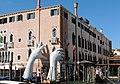 CANAL GRANDE - palazzo Sagredo - Lorenzo Quinn - Support 3.jpg
