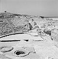 Caesarea. Gezicht op het publieksgedeelte (cavea) en de orchestra van het romein, Bestanddeelnr 255-2651.jpg