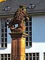 Campus Altstadt Ausschnitt Löwenbrunnen mit Neuer Universität im Bildhintergrund.JPG