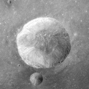Carmichael (crater) - Image: Carmichael crater AS15 M 0385