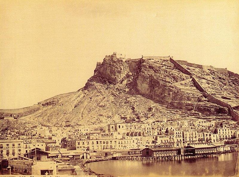 Archivo:Castell d'Alacant, 1870, Jean Laurent.jpg