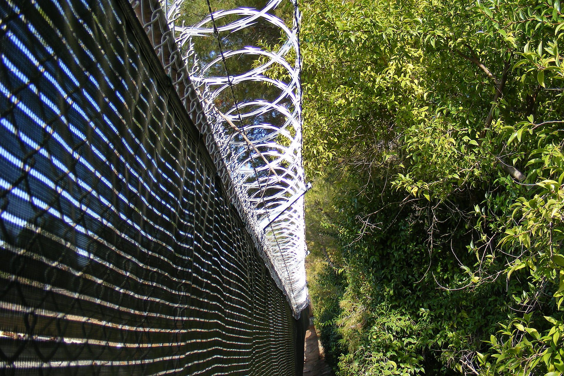 Uses Of Barb Wire : Barbed tape wikipedia