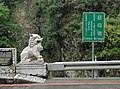 Cihmu Bridge name board and lion guardian 20110310.jpg